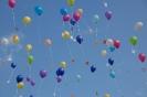 Luftballonaktion der 4.Klassen und Einführung der neuen Pausenhelfer am letzten Schultag 2017